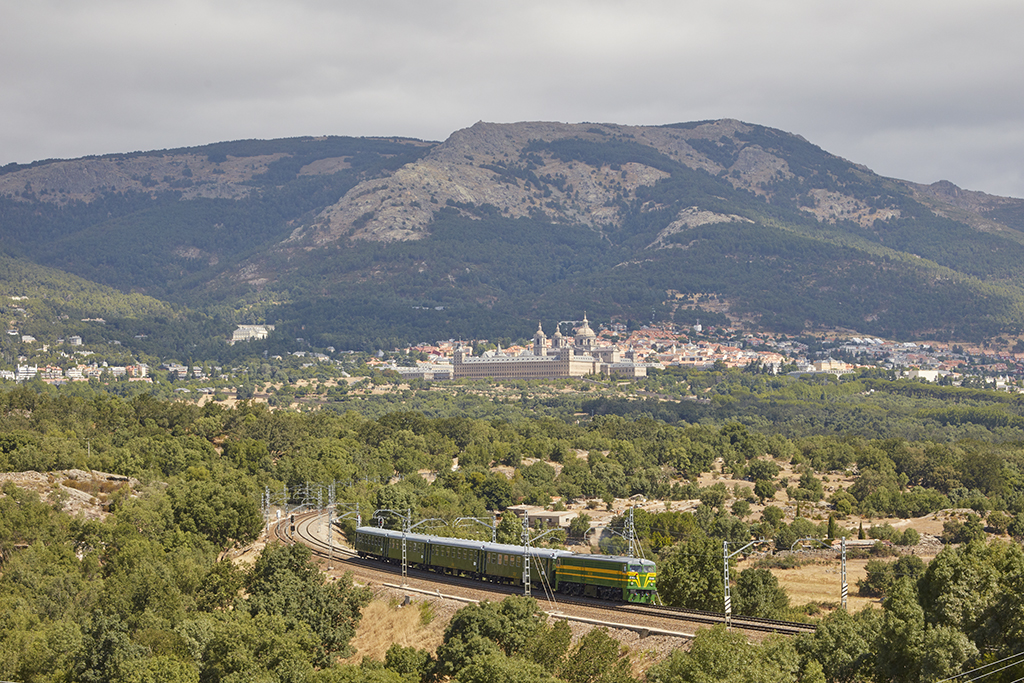 Tren de Felipe II en su entorno natural.